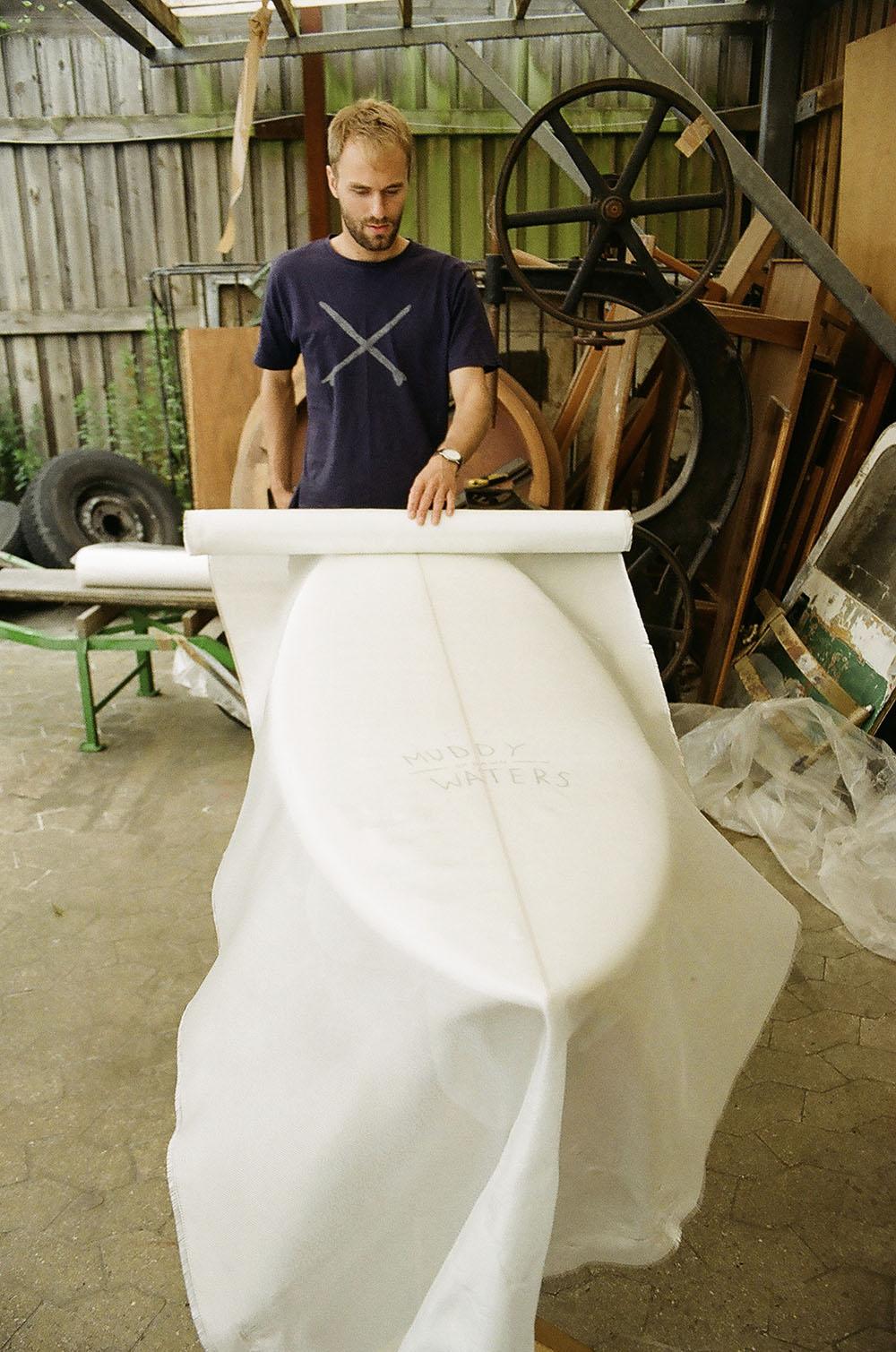 Simon Rosendal laying cloth. Photo: Mathias Rosendal
