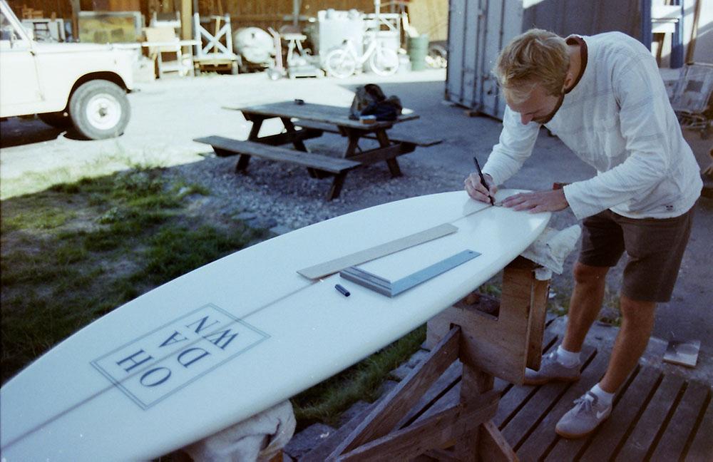 Simon Rosendal working on the fin placement. Photo: Mathias Rosendal