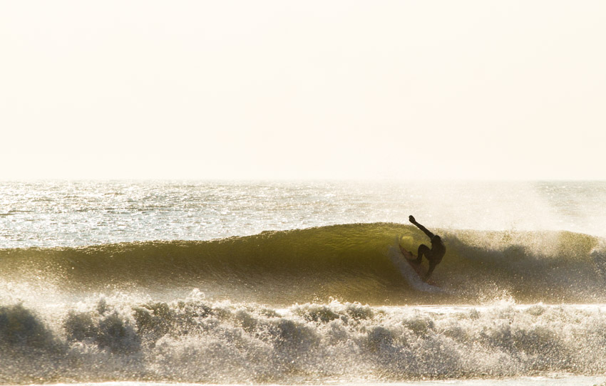 Fins free and sliding in the pocket. Surfer: Phil Browne